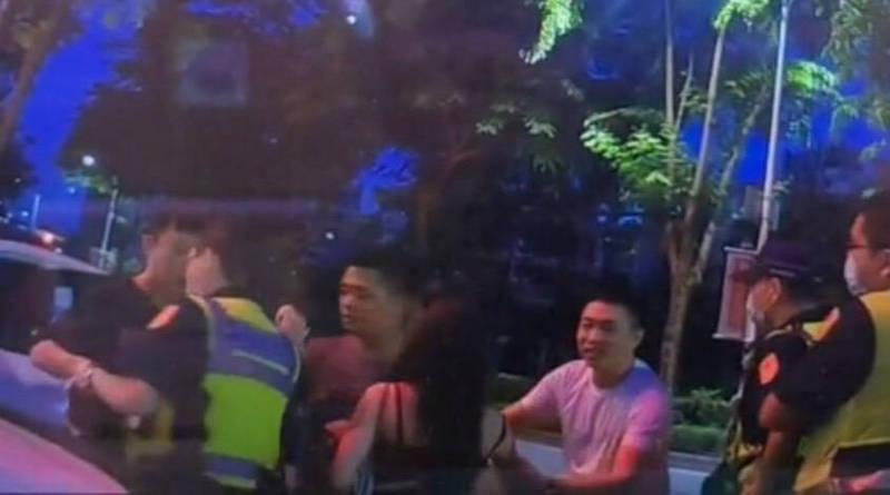警方攔下BMW要求酒測,黃男友人求情遭拒,氣氛一度火爆。(民眾提供)