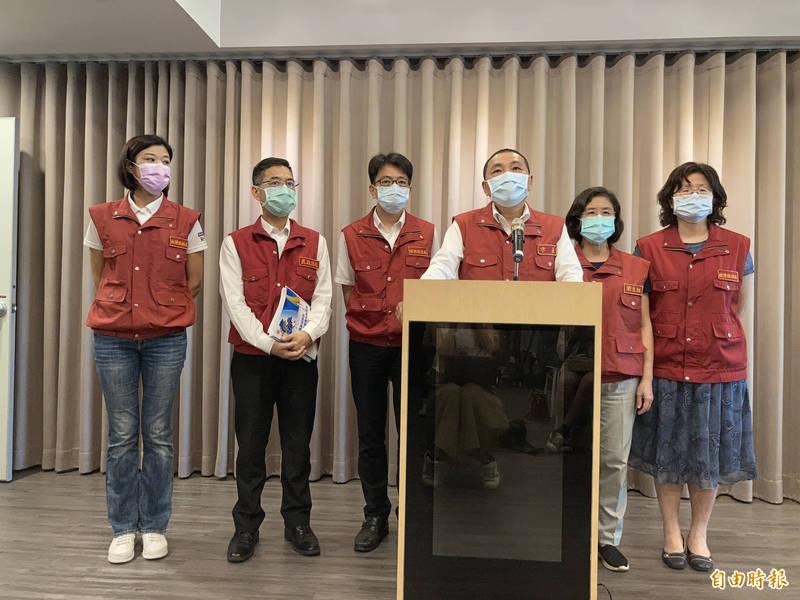 新北市長侯友宜今天緊急宣布防疫升級。(記者陳心瑜攝)