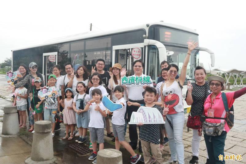 台南「台灣好行」61西濱快線公車可搭車到台南濱海景點輕旅行。(資料照,記者楊金城攝)