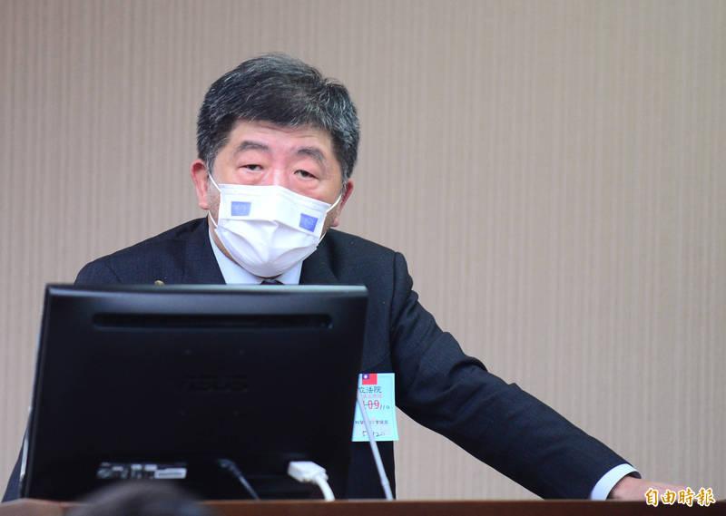 衛福部長陳時中今天出席立法院衛環委員會,針對諾富特飯店爆發疫情等事件做專題報告並備詢。(記者王藝菘攝)