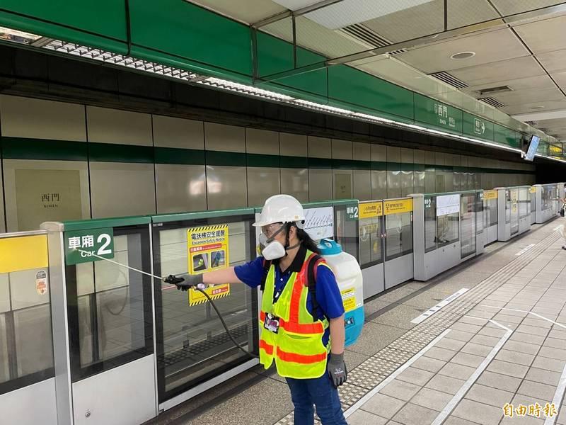 台北捷運指出,即起至6月8日加強清消頻率。(資料照)
