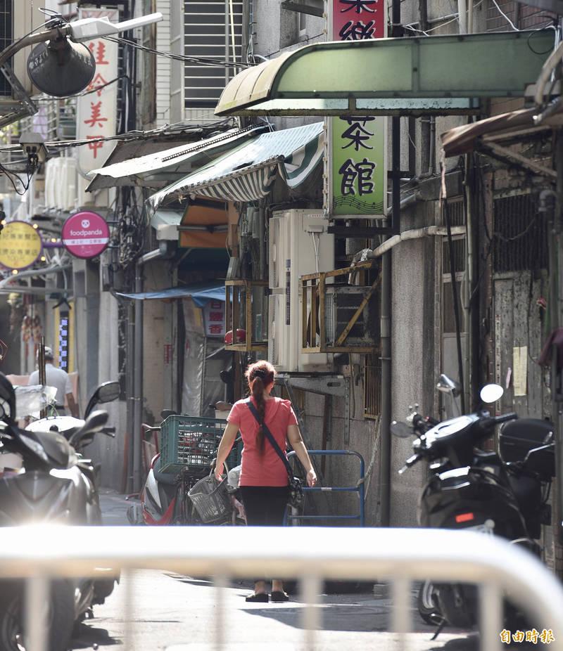 萬華阿公店(圖)有員工確診,網友媽媽卻誤會了。(記者羅沛德攝)