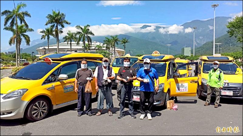 花蓮市有數名愛心計程車司機指控,車隊收到縣府補助款項卻多次欠款,揚言將拆機退出車隊。(記者王錦義攝)