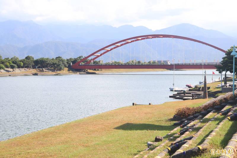 宜蘭縣長林姿妙宣布,縣內風景區封閉至6月8日;圖為冬山河親水公園。(記者林敬倫攝)