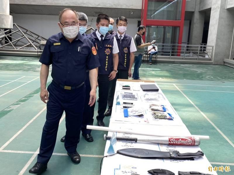 雲林縣警察局掃蕩黑幫,掃蕩轄內62個黑幫經營場所,起出大量犯罪證據。(記者詹士弘攝)