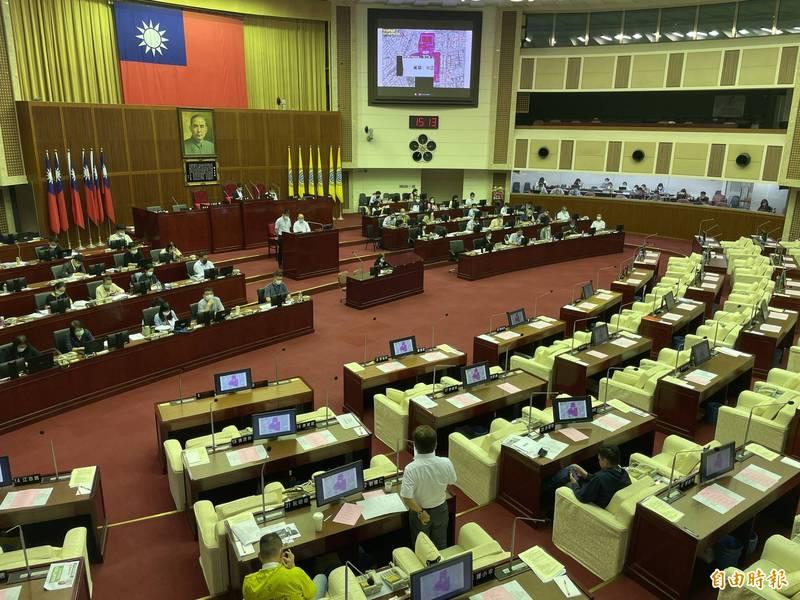 台北市議員劉耀仁質詢指出,萬華區進行環境大消毒,區域內的2所國小卻沒有消毒到。(記者蔡亞樺攝)
