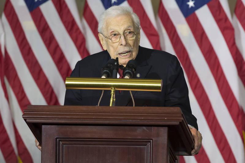 美國對台政策重要依據《台灣關係法》起草人之一的萊斯特.伍爾夫(見圖),5月11日在紐約州索約塞特當地醫院去世,享嵩壽102歲。(美聯社檔案照)