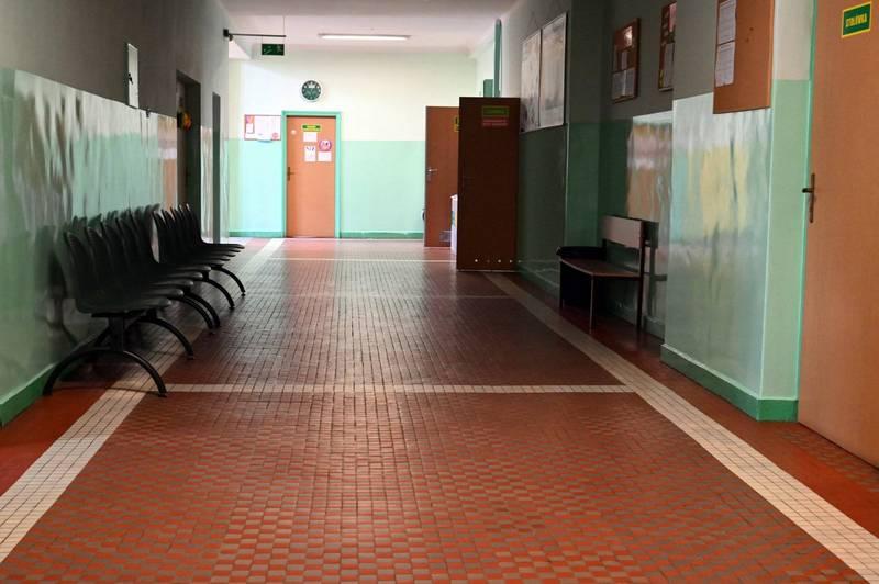 美國一名女子闖入校園,要學生追蹤她的IG,後被警方逮捕。示意圖。(法新社)