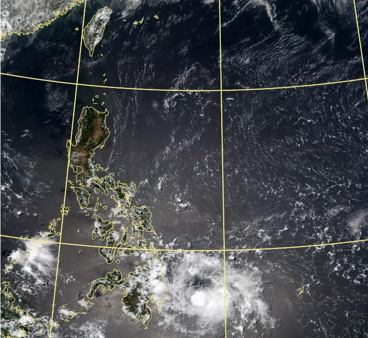 位於菲律賓東方海面的熱帶性低氣壓,最快明就會發展為今年第3號颱風「彩雲」。(圖擷自中央氣象局)