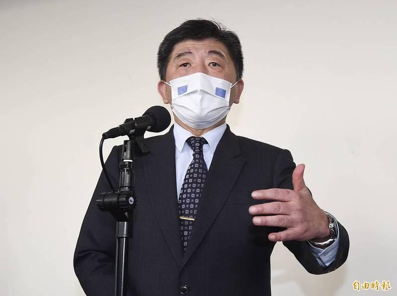 衛生福利部長陳時中今早受訪談疫情。(記者簡榮豐攝)