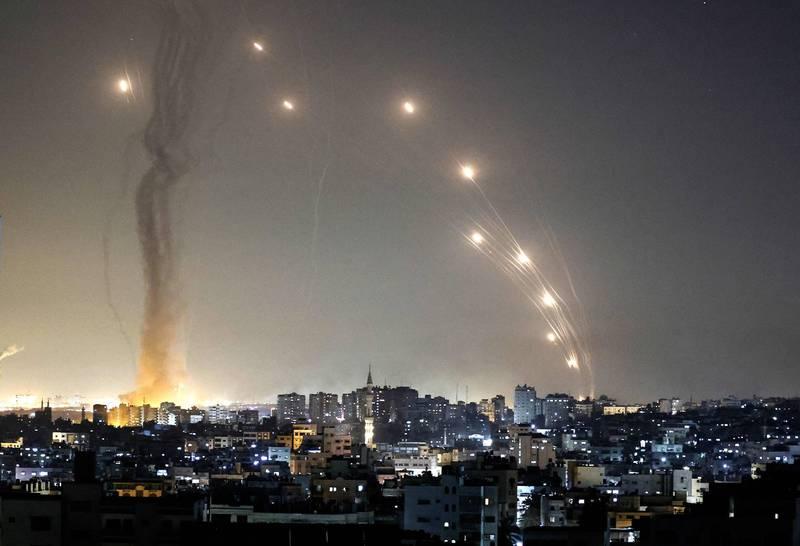 以色列與巴勒斯坦激進組織哈瑪斯的衝突不斷升溫,據指目前已造成雙方72人死亡,其中包含7名以色列人以及65名巴勒斯坦人。(法新社)