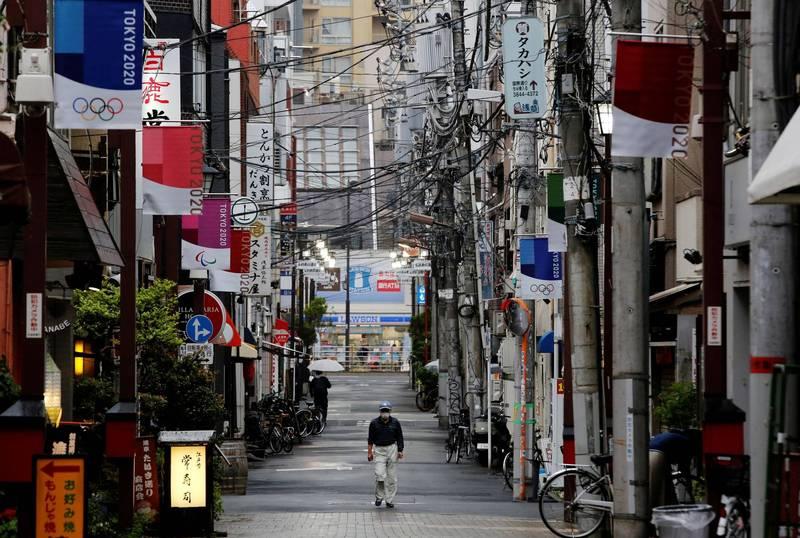日本昨全境新增7057例確診、106例死亡,重症患者累計1189例。圖為東京街景。(路透)