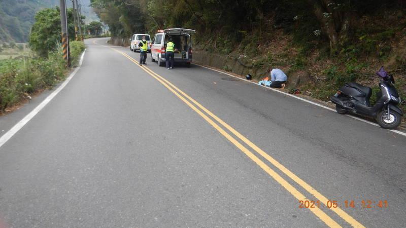 阮女騎機載女嬰外出發生車禍。(記者張軒哲翻攝)