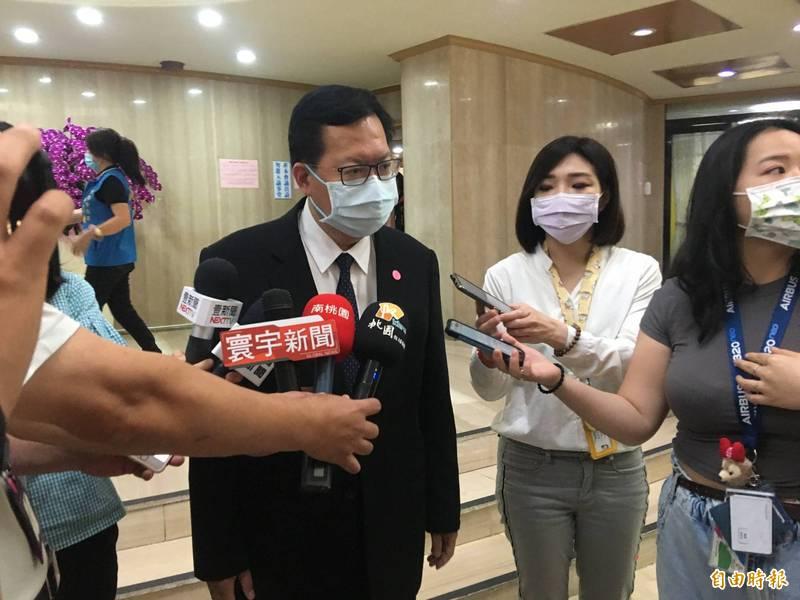 桃園市長鄭文燦說,桃園某國小確診案例停課,匡列73人採檢呈陰性。(記者謝武雄攝)