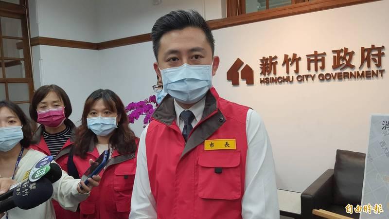 新竹市長林智堅今天傍晚宣布,轄內十大特定行業15日起停業到6月8日,請各單位配合。(記者洪美秀攝)