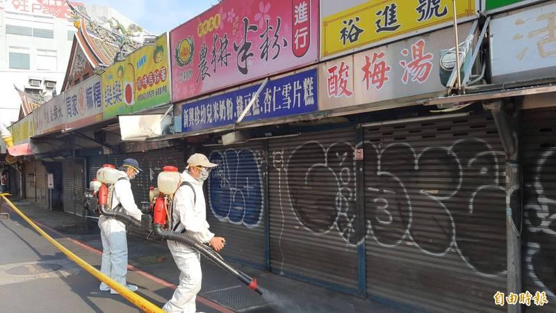 台北市萬華區爆出本土確診案例後進行大消毒。(資料照)