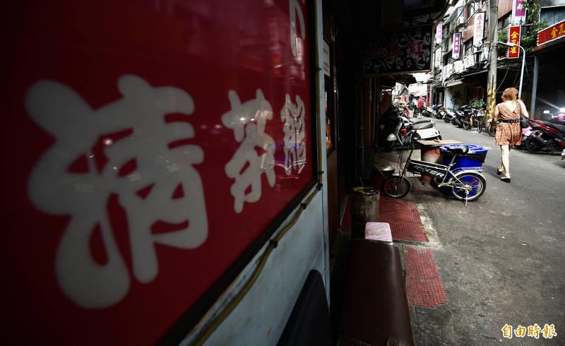 傳染19人的案1203曾至萬華茶室消費,該案引起大眾關注。(資料照)