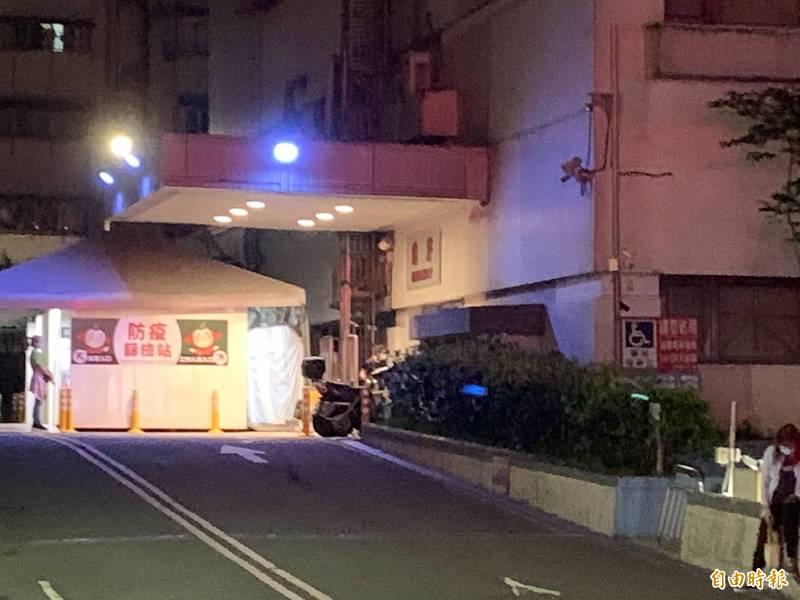 失去生命徵象的沙男被送往醫院搶救,但仍回天乏術。(記者吳昇儒攝)