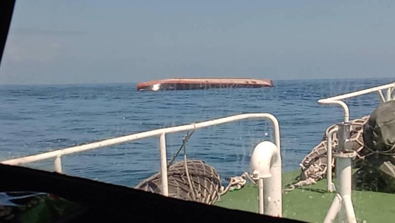 澎湖海巡隊巡防艇前往現場,搜索失蹤船員。(澎湖海巡隊提供)