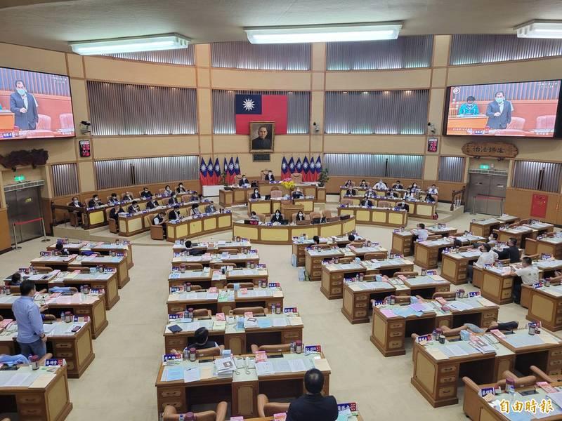 因應防疫升級  新北市議會定期大會停會。(記者何玉華攝)
