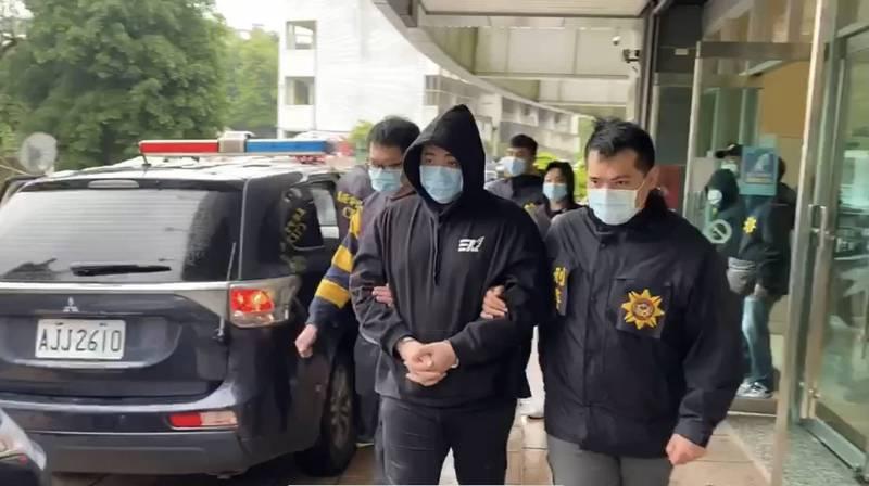 蔡男等人被警方移送法辦。(記者吳昇儒翻攝)