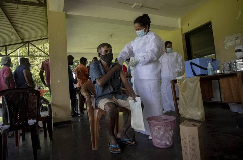 印度疫情嚴重失控,諸多鄰國均受到波及。(美聯社)