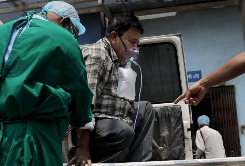 西孟加拉邦今日通報單日新增病例為2.1萬例,當地醫院已滿是武漢肺炎患者。(歐新社)