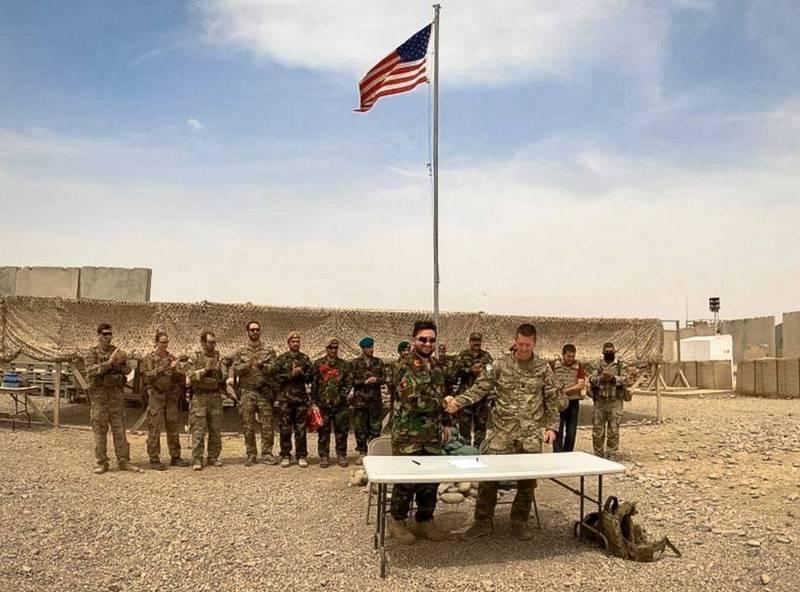 美軍將在9月11日前全面撤出阿富汗,照片中為美軍基地移交。(歐新社)