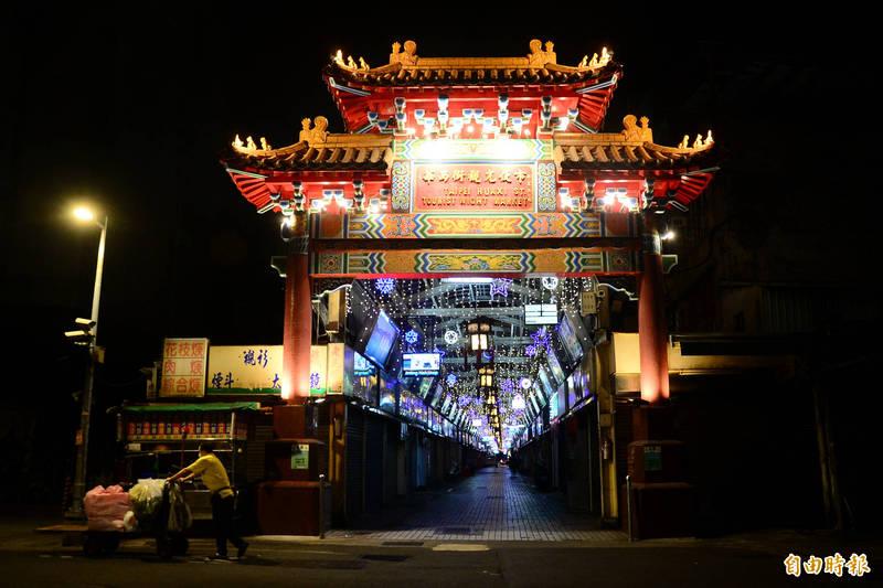 台北市萬華區華西街夜市宣布停業,宛如空城。(記者王藝菘攝)