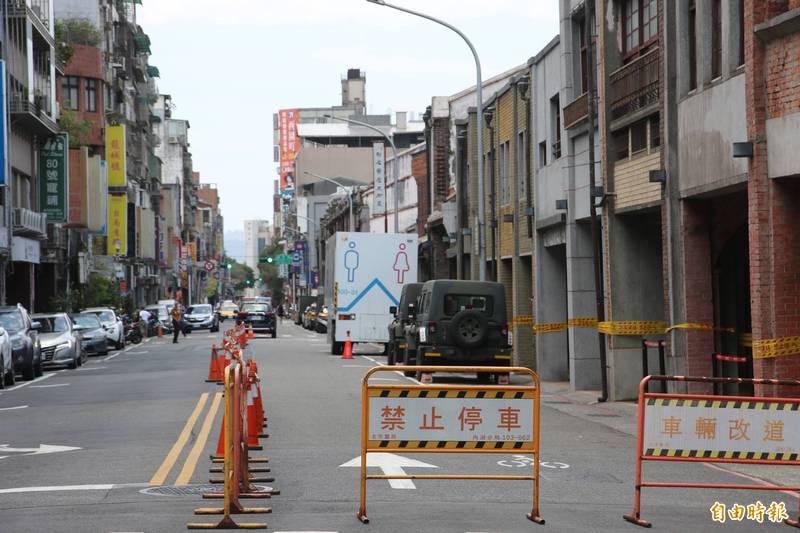 北市府今宣布,萬華警戒區內的老松、龍山、雙園、螢橋國小等4校,自明起至5月23日停課一周。(記者鄭名翔攝)