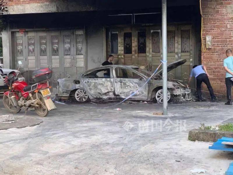 中國廣西一男子持刀縱火,殺害祖孫3人,並用汽油焚燒死者兒子的汽車。(圖擷取自中國媒體)
