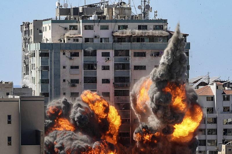 以色列15日對加薩賈拉塔進行轟炸,最後這棟大樓被夷為平地。(法新社)