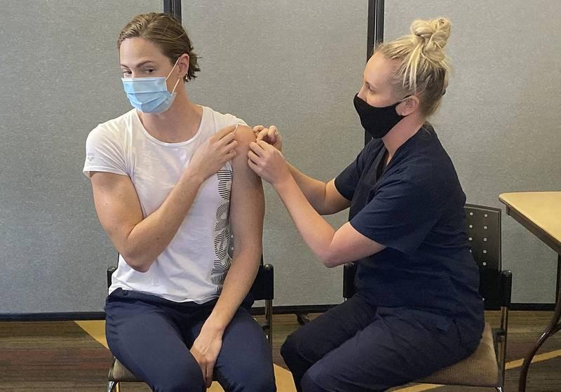 澳洲維多利亞州衛生首長沙頓建議,若有高疫苗接種覆蓋率,澳洲就必須開始考慮重新開放邊界。(美聯社)