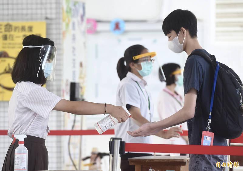 因應國內本土疫情升溫,本報為您整理全台學校停課資訊。(資料照,記者簡榮豐攝)