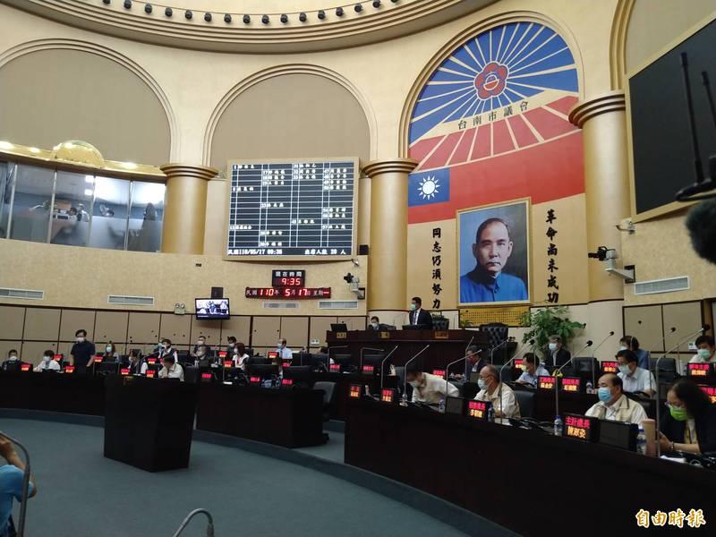 台南市議會本次定期大會將延至5月28日,屆時再視情況決定是否續開會。(記者蔡文居攝)