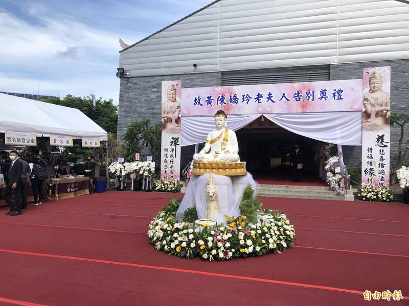黃暐瀚母親今舉行告別式,「取消公祭、保留家祭」。(記者許國楨攝)