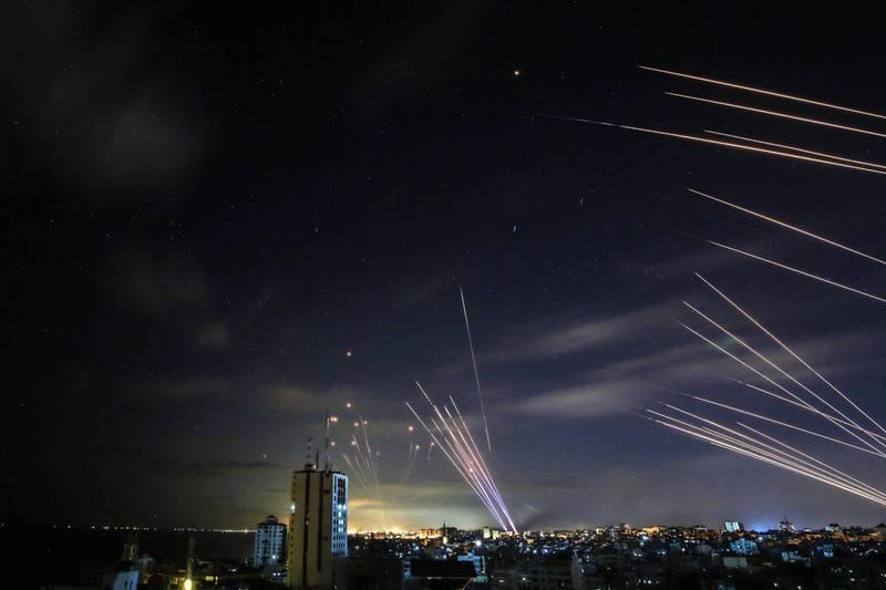 以色列17日公布雙方交戰數據,表示哈瑪斯共朝以色列發射超過3000枚火箭,其中90%遭到攔截。(法新社)
