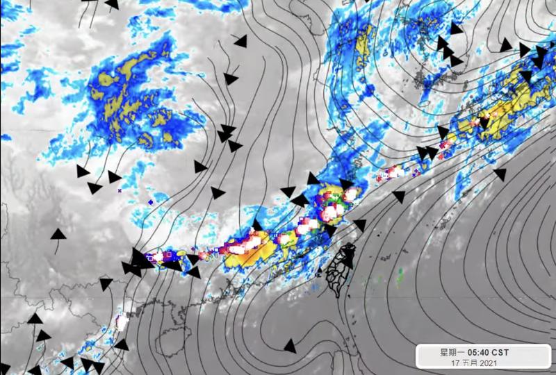 氣象專家彭啟明表示,中國武漢、蘇州近日都有梅雨造成大淹水、龍捲風等災害,可惜梅雨鋒面仍過不來台灣。(圖擷取自彭啟明臉書)