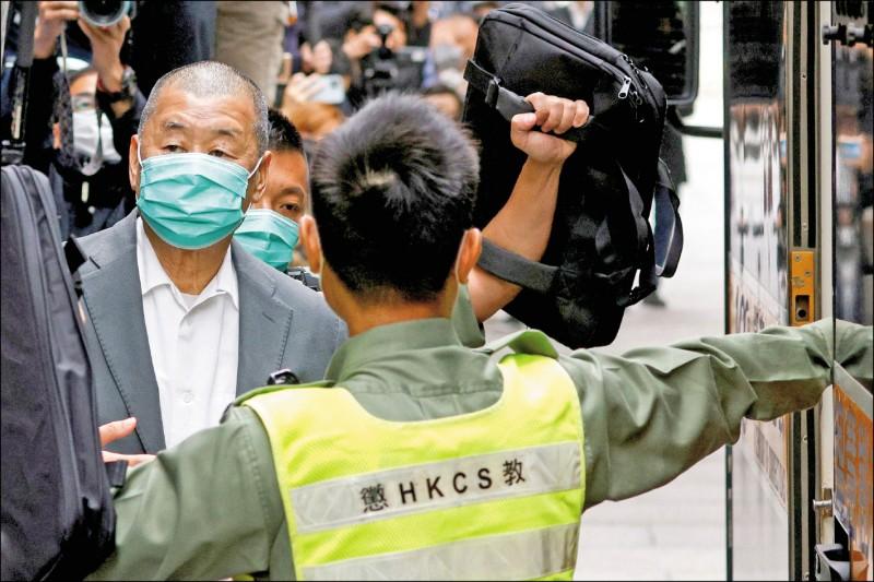 黎智英等十人被控前年十月一日「組織及明知而參與未經批准集結」等罪,十名被告已全部認罪。(路透)