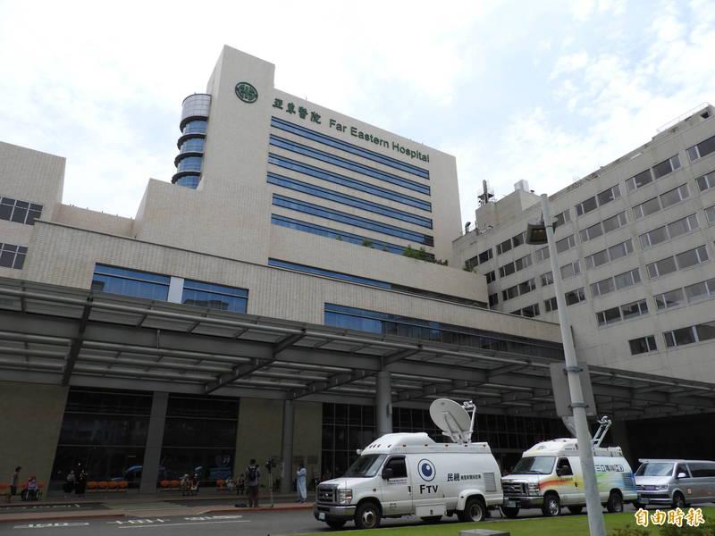 亞東醫院爆發院內群聚感染案,院方證實其中1名高齡確診者死亡。(記者賴筱桐攝)