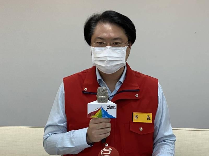 基隆市長林右昌今天宣布基隆市新增2例確診,並公布活動史,提醒市民注意自身健康管理。(記者俞肇福攝)