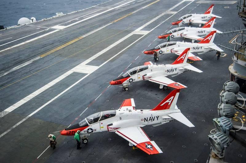 美國海軍兩架T-45C教練機在德州上空發生擦撞意外。圖為事故同型機。(美聯社)