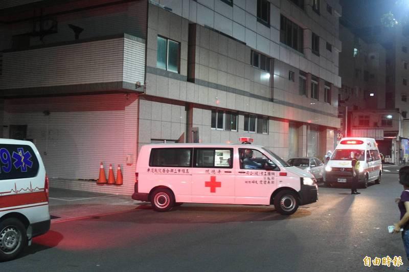 高市鳳山區仁惠婦幼醫院員工驚爆罹患武漢肺炎確診,市府衛生局17日晚間針對住院病人39人及員工55人進行採檢。(記者張忠義攝)