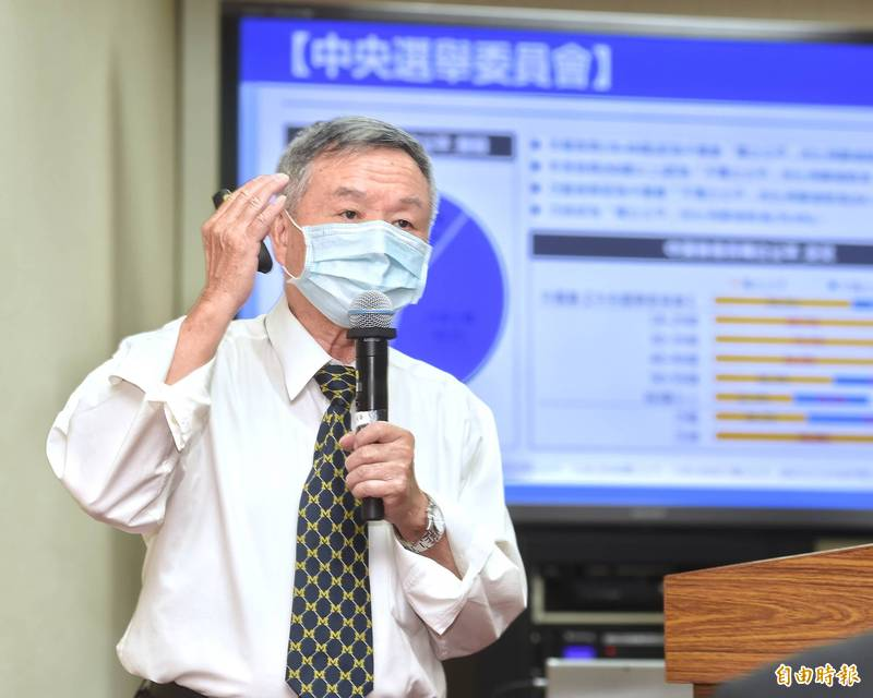 前衛生署長楊志良表示,台灣人民很棒,會高度配合管制政策,讓疫情得到控制,預測28日後疫情將趨緩。(資料照)