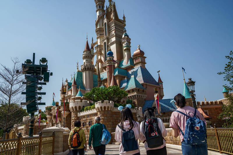 Hong Kong Disney announced last year's financial performance report on the 17th, with annual revenue and attendance hitting historical lows.  (Bloomberg file photo)