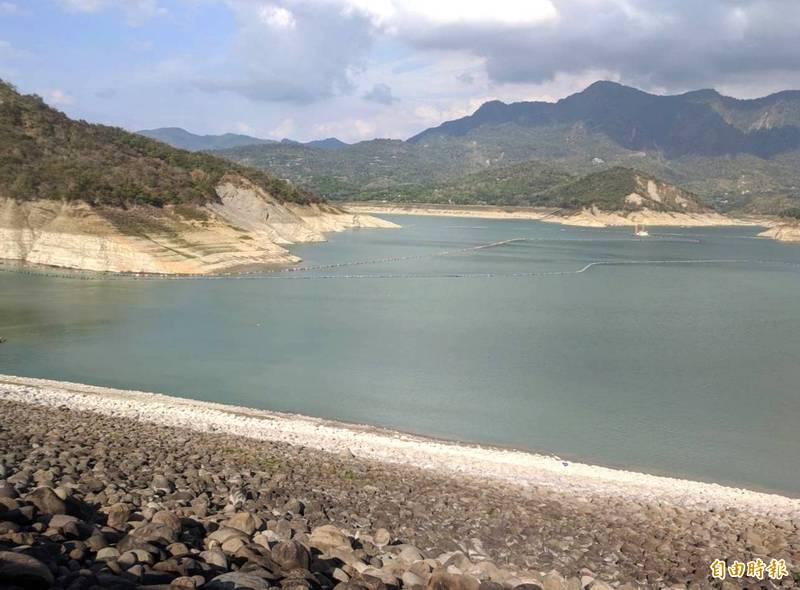 久旱不雨,曾文水庫蓄水率低於0.6成。(記者吳俊鋒攝)