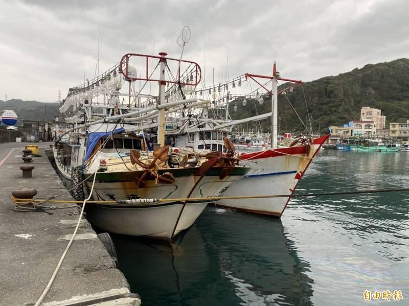 8名中國籍漁工今年1月偷溜下船,從新北市深澳漁港跑到基隆1家小吃店K歌,被警方查獲。(資料照)