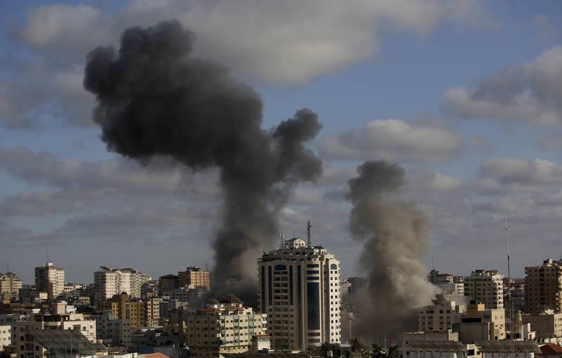 巴衝突至今造成至少200人死亡。圖為以色列軍方對加薩地區發動空襲。(美聯社)
