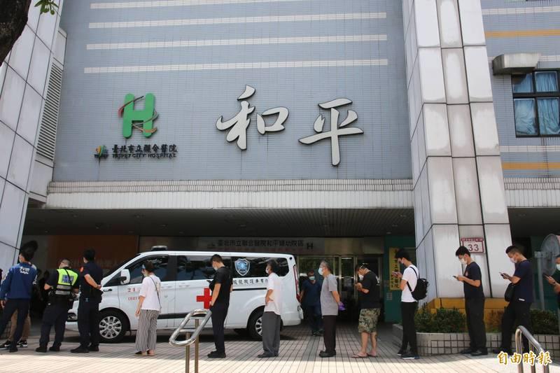台北市立聯合醫院和平院區爆發院內感染,北市聯醫副總院長璩大成說,正依照不同感染圈持續觀察,陸續還會有偶發個案,但都在預期中。(記者鄭名翔攝)