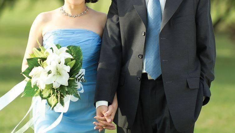 印度一對新人舉行婚禮,新郎卻落跑,女方就在賓客中挑出一人當作新郎,繼續完成婚禮。(情境照)